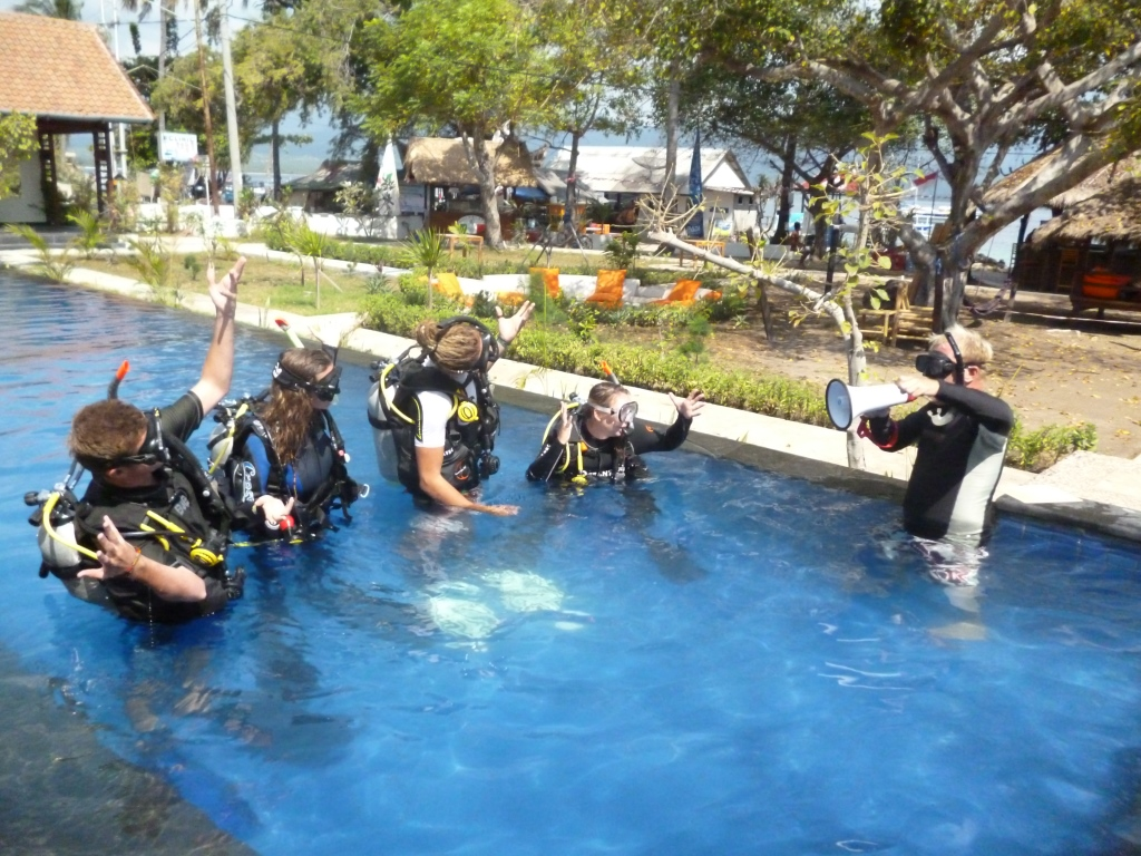 Padi instructor course gilis padi idc dive resort in indonesia - Lombok dive resort ...
